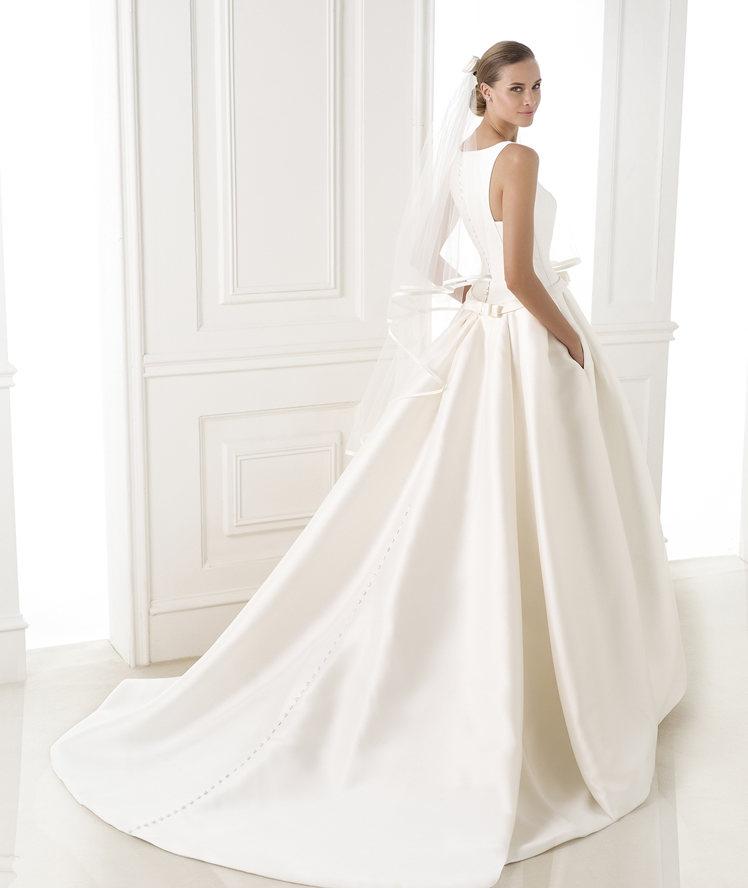look con el vestido de novia barcaza de pronovias - egovolo