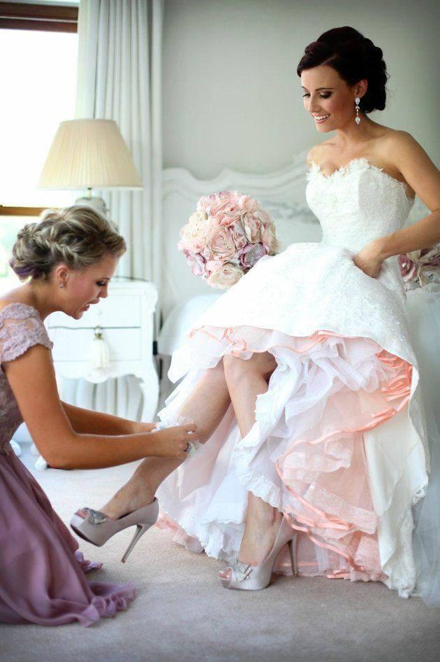 un look de novia elegante y romántico con el vestido elvia de rosa